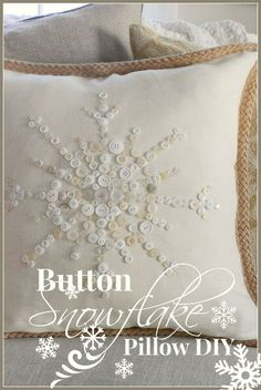 Diy no sew snowflake button pillow for 2015 christmas crafts - living room decoration Simple Christmas, All Things Christmas, Christmas Holidays, Christmas Decorations, Xmas, Christmas Brunch, Black Christmas, Modern Christmas, Vintage Christmas
