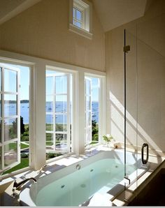 I would never leave this bath tub.
