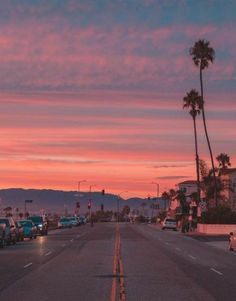 Pink sky and palm trees all over Los Angeles, California. Pretty Sky, Sky Aesthetic, Artist Aesthetic, Pink Sky, Pink Sunset, Aesthetic Wallpapers, Aesthetic Pictures, Beautiful Places, Beautiful Pictures