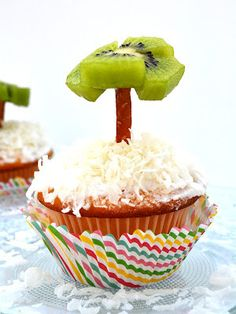 Sweetology: Vacation Cupcakes ~ Beach Themed!!
