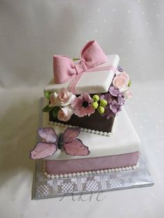 Gift boxes with flowers - Cake by akve Gorgeous Cakes, Pretty Cakes, Cute Cakes, Cake Icing, Fondant Cakes, Cupcake Cakes, Gift Box Cakes, Gift Boxes, Bolo Chanel