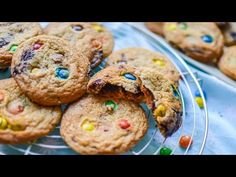 FURSECURI CU BOMBOANE M&M ȘI CIOCOLATĂ || DULCINELE ❤ - YouTube Cookies, Desserts, Food, Youtube, Crack Crackers, Tailgate Desserts, Deserts, Biscuits, Essen