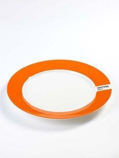2 Piatti Large Pantone Serax Serax | Coquelicot Design Set di N.2 piatti large di ceramica colorata. -Serax- Designer: Luca Trazzi Dimensioni: Diametro cm 30