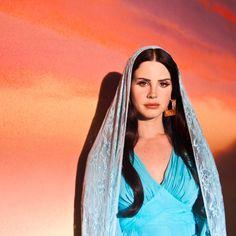 Lana for the vídeo of her short film Tropico