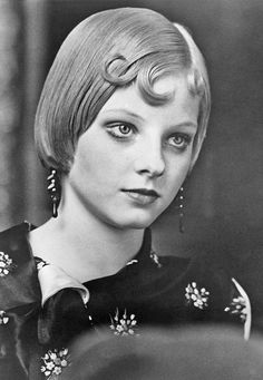 Jodie Foster as Tallullah in Bugsy Malone, 1976 Taxi Driver 1976, Bugsy Malone, Betty Blue, British Academy Film Awards, Divas, Cinema, Video Film, Portraits, Old Hollywood