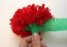Kvety zo servitiek a krepového papiera 23