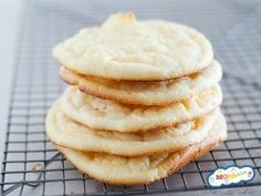 No carb, gluten-free, and full of fluffy texture, this easy cloud bread recipe is going to blow your taste buds. Also, the perfect substitute for bread! Gluten Free Sugar Cookies, Gluten Free Pancakes, Sugar Cookies Recipe, Cookie Recipes, Pastry Recipes, Easy Cloud Bread Recipe, No Carb Cloud Bread, Freezing Bread, Bread Substitute