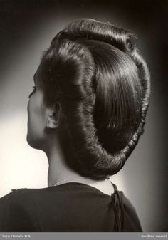Vintage Hairstyles Retro Historical costuming and vintage sewing projects, with dress diaries and research on period dress from the to the century. Easy Vintage Hairstyles, 1940s Hairstyles, Wedding Hairstyles, Hairdos, Vintage Makeup, Vintage Beauty, Vintage Glamour, Vintage Updo, Historical Hairstyles