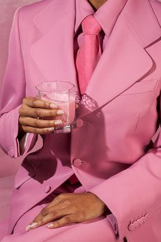 The new decade has already brought about some bold color trends. Here are some of the fashion color trends you'll obsess over in Look Rose, Fashion Jobs, Mens Fashion, Fashion Glamour, Fashion Advice, Style Fashion, Vide Dressing, Everything Pink, Pink Color