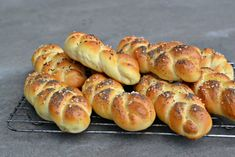 Hot Dog Buns, Hot Dogs, Sushi, Sausage, Ethnic Recipes, Food, Breads, Bread Rolls, Sausages
