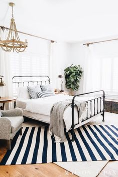 simple coastal master bedroom: get tips for casual blue and white bedroom decor! - simple coastal master bedroom: get tips for casual blue and white bedroom decor! White Bedroom Decor, Interior, Home Decor Bedroom, Coastal Master Bedroom, Home Decor, House Interior, Small Bedroom, Simple Bedroom, Interior Design