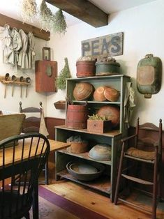 Awesome rustic design for an antique kitchen Decor, Country Decor, Primitive Dining Room, Primitive Homes, Primitive Decorating Country, Prim Decor, Primitive Dining Rooms, Primitive Furniture, Primitive Kitchen