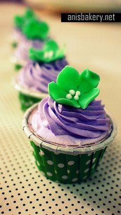 wedding cupcakes | purple green - anisbakery.net