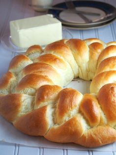 Very soft braided crown of brioche dough - with milk - Very soft braided crown of brioche dough – with milk – Adventures in the Kitchen - Mexican Food Recipes, Sweet Recipes, Dessert Recipes, Pan Bread, Bread Baking, Sweet Dough, Bread And Pastries, Food And Drink, Cooking Recipes