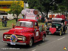 Desfile de Autos Clásicos y Antiguos de la Feria de las Flores