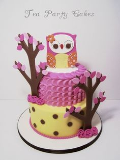 I loooooove this cake! Kudos to 'Tea Party Cakes', the creator, for overwhelming cuteness ;o). I am dying to make a cartoony owl like cake for someone...LOL.