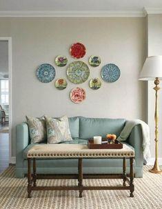 944acacbf2 decoração de parede de sala com pratos coloridos  decoracaodeparede   decoração  decorideas