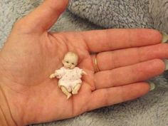 Miniature handmade MINI BABY GIRL ooak SCULPT TINY DOLL HOUSE DOLLHOUSE ARTIST | eBay Polymer Clay Dolls, Polymer Clay Miniatures, Tiny Dolls, Ooak Dolls, Dollhouse Dolls, Miniature Dolls, Antique Dolls, Vintage Dolls, Doll House People