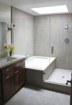 Inspiring Small Bathroom Remodel Designs Ideas on a Budget 2018 – Diy Badezimmer Diy Bathroom Remodel, Bathroom Renos, Bathroom Layout, Bath Remodel, Bathroom Small, Simple Bathroom, Tiny Bathrooms, Bathroom Mirrors, Bathroom Storage