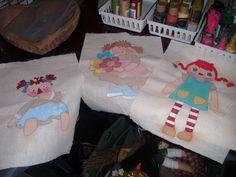 Cojines pintados a mano en proceso...