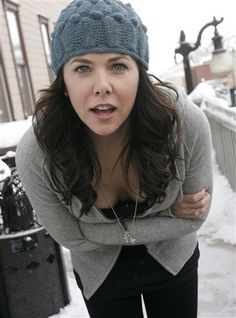 Lauren Graham, best known for playing Lorelai Gilmore in 'The Gilmore Girls'. Gilmore Girls, Lorelai Gilmore, Lauren Graham, Stars Hollow, Pretty People, Beautiful People, Beautiful Person, Beautiful Ladies, Winter Typ