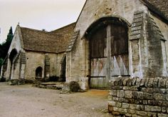 Tithe barn, Bradford-on-Avon, England Medieval World, Medieval Times, Bradford On Avon, Stone Barns, Interesting Buildings, Place Of Worship, England Uk, 14th Century, British Isles