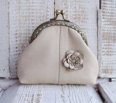 Leather coin purse frame purse in ivory color by diohej on Etsy Coin Purse Pattern, Purse Patterns, Leather Bag Tutorial, Frame Purse, Diy Purse, Purses And Handbags, Coin Purses, Small Bags, Leather Purses