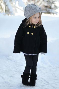 Wintermantel für kleine Mädchen mit gold-glänzenden Knöpfen
