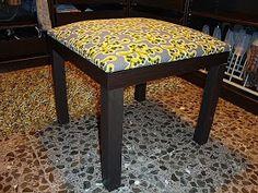 Piratas de Ikea: Sentada a la mesa