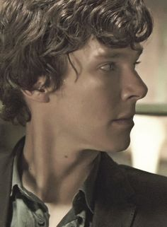 Benedict Cumberbatch in the unaired, original Sherlock pilot - This is one of the best pics I've seen of Benedict: lovely line of neck and jaw, nose not too retrousse, lips not all fishy looking, and hair that you just want to run your fingers through. Yum.