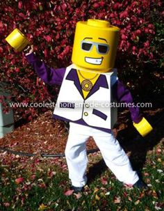 Coolest Disco Dude Lego Minifigure Costume: This year, my son didn't know what he wanted to be for Halloween. After suggesting a few ideas, he finally decided on one that he liked: a Lego Minifigure. Lego Halloween, Halloween Carnival, Holidays Halloween, Happy Halloween, Halloween Party, Halloween Costumes, Lego Costume, Disco Costume, Pumpkin Contest