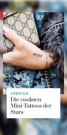 Wir sind ganz verliebt in diese filigranen Mini-Tattoos! Du bist auf der Suche nach einem unauffälligen, aber bedeutungsvollen Motiv? Hier findest du unsere Favoriten: Mini Tattoos, Tattoo Motive, Inspiration, Geometric Tattoos, In Love, Searching, Biblical Inspiration, Small Tattoos, Inspirational