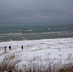 The beach is starting to become snow covered! Thanks for this nice shot @ronasue!