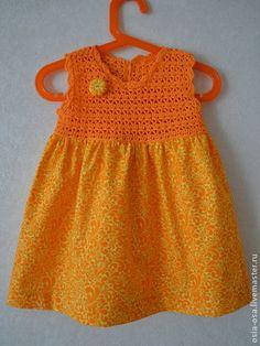 Платье для девочки 1-2 лет. Нарядное платье для девочки 1-2 лет яркого мандаринового цвета. 100% хлопок, ажурная кокетка связана крючком, задняя кокетка на пуговицах. Удобное летнее платье.