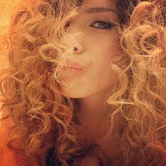 Blonde curly hair, big hair, curls, hair color