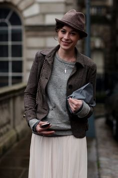 Jacket, sweater, skirt combo - via the Sartorialist Hipster Grunge, Grunge Goth, Perfect Outfit, Street Style Vintage, The Sartorialist, Look 2017, Look Fashion, Womens Fashion, Milan Fashion