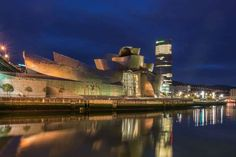 MUSEU GUGGENHEIM, ESPANHA Desenhado por Frank Gehry.  -  The Guggenheim Museum Bilbao, Spain - Ayhan Altun/Getty Images