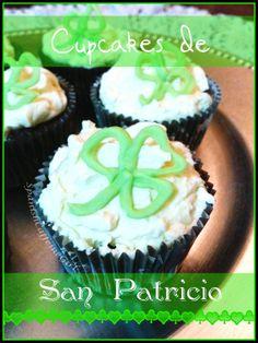 Cupcakes inspirados en el día de San Patricio. Bizcocho de Guinness y chocolate, con cobertura de chocolate blanco. Receta en spanishcaffeinegirl.blogspot.com.es