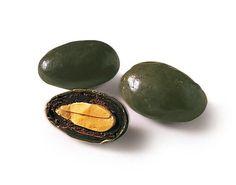 Dragée Médicis : Confiserie de mariage cette dragées en forme d'olive est une amande grillée enrobé d'un délicieux chocolat noir.....hum  http://www.drageeparadise.fr/dragees-_25_dragees-nouvelles-saveurs-medicis_dragee-olives-des-garrigues-medicis__009_1.html