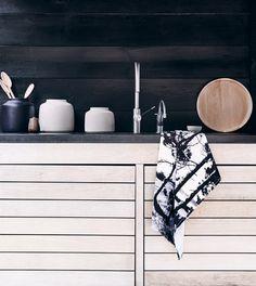 Black & white Interior home design designs Kitchen Inspirations, Farmhouse Kitchen Cabinets, Decor, Interior Design, House Interior, Kitchen Interior, Interior, Black Kitchens, Home Decor