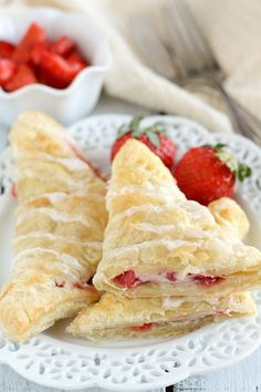 These quick and easy turnovers are made with puff pastry and stuffed with strawberries and cream cheese. These Strawberry Cream Cheese Turnovers make a perfect breakfast or dessert! Crescent Roll Cheesecake, Crescent Roll Recipes, Crescent Rolls, Crescent Dough, Brunch Recipes, Breakfast Recipes, Dessert Recipes, Breakfast Pastries, Top Recipes