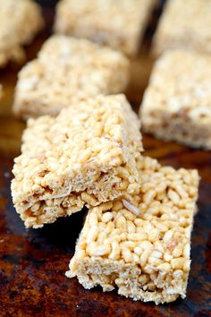 Healthy Rice Crispy Treat Recipe: Melt cashew butter with the vanilla extract and honey, pour it over the almonds and brown rice crisps and follow the same steps you would if you were making regular rice krispies treats! The only difference is this healthy rice crispy treat recipe contains no saturated fats and is lower in calories, sugar and sodium. Win win! | Pickled Plum