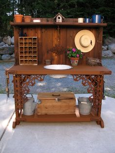 Kirk's Garden Potting Bench from GardenWeb.  Fabulous! Junk and other goodies make a wonderful potting area.  {Kirk (kirkus in WA) on Gardenweb } When you click on the picture on The Decorated House, it goes to Gardenweb with Kirk's post on how he made it! This is not made from pallets!