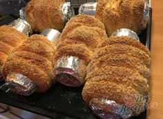 Homemade hornbread baked in a beer can Bread Rolls, Quick Bread, Confectionery, Cakes And More, Kurtos Kalacs, Baked Goods, Delicious Desserts, Food To Make, Sweet Tooth