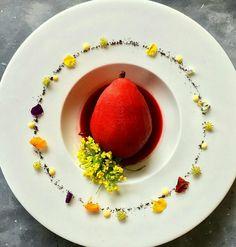 Poire et   jus de  fraise     plat de inconnu  chef   * _ *