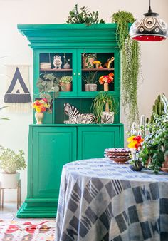 This post is created in partnership with Etsy When it comes to decorating boho style, I know it can seem enigmatic. You walk into these spaces layered with textiles, brimming with plants, full of clashing colors--but somehow it all works together to create a space that actually feels relaxing...