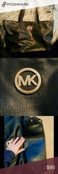Michael Kors all leather tote bag Gently loved -  This bag is classy, versatile, and (yes.... DON'T ask please!) 100% authentic! Michael Kors Bags Totes