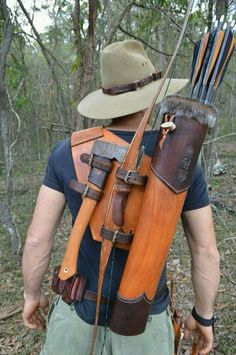 Need to make one- great idea for a bow quiver. Need to make one- great idea for a bow quiver.,Wants Need to make one- great idea for a bow quiver. Related posts:Slingshots for Survival:. Survival Tools, Wilderness Survival, Camping Survival, Outdoor Survival, Survival Prepping, Bushcraft Camping, Crea Cuir, Bow Quiver, Archery Bows