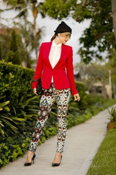 Fun outfit for fashion week - Printed pants, red blazer and beanie #red #prints #spring #outfit