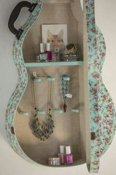 Inspiration for what to do with an old guitar case! Junk Gypsy Sweetheart Of The Rodeo Jewelry Case! Repurposed Items, Repurposed Furniture, Diy Furniture, Accessoires Hippie, Guitar Diy, Guitar Case, Guitar Shelf, Guitar Storage, Pottery Barn Teen